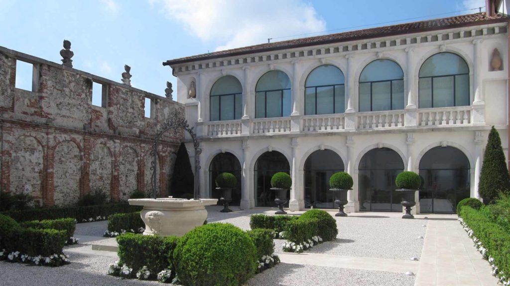 facciata palazzo storico